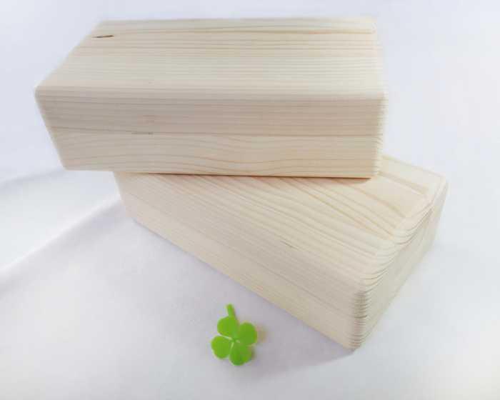 Klocek drewniany do jogi – sosnowy